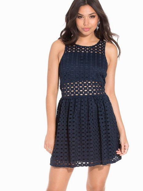 Vero Moda Vmzala Crochet S/L Short Dress DR4 Skater Dresses Blå thumbnail