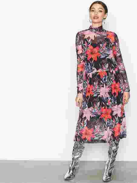 9202c479 Pcodina Ls Medi Mesh Dress Box D2d - Pieces - Black - Dresses ...