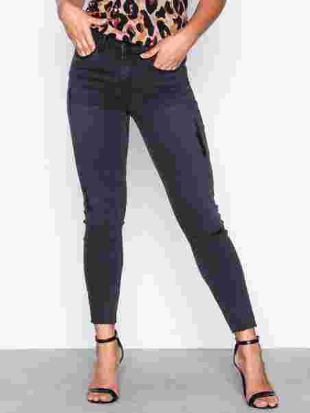 Shoppa Vicommit Felicia Rw Slim 7 8 Black - Online Hos Nelly.com 9bf8d13b6f9e6