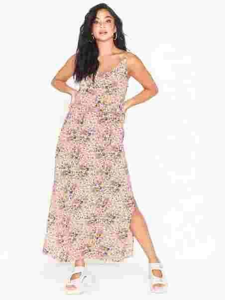 nelly klänningar fest