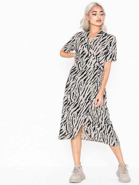 Billede af Pieces Pceyva Ss Wrap Dress Loose fit dresses