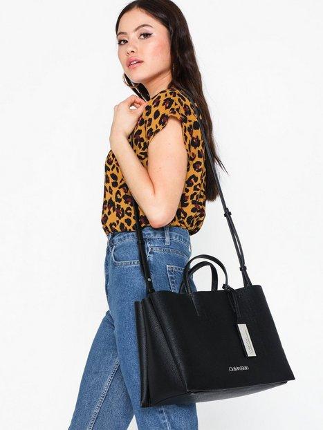 Calvin Klein Sided Lrg Tote Handväskor
