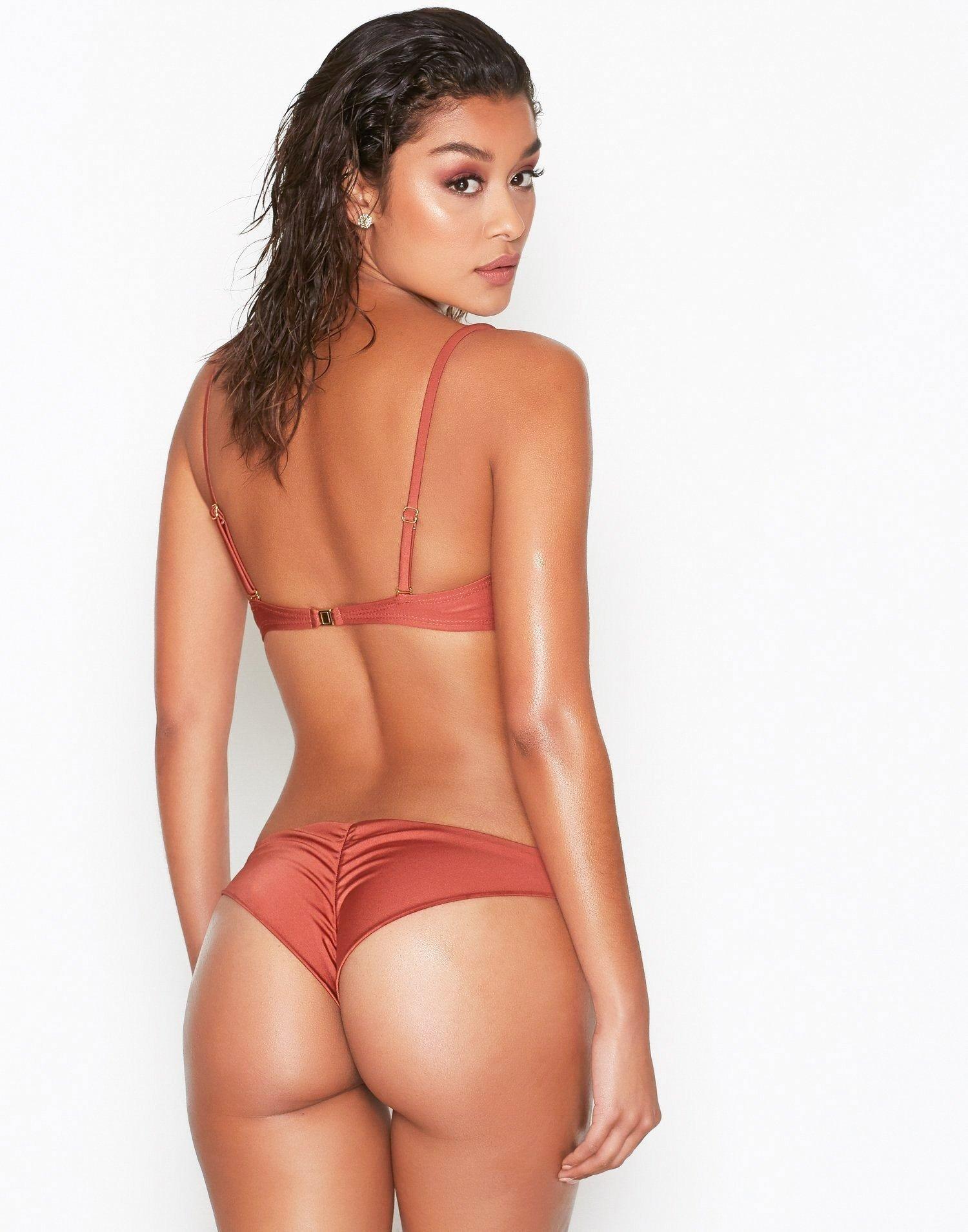 Liv tyler bikini pics