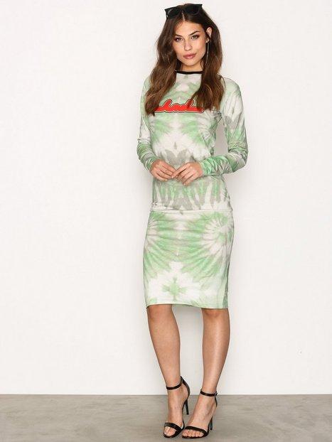 Billede af BACK Print LS Dress Kropsnære kjoler Green