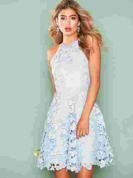 3c5b0d41b58eba Scallop Lace Dress - Nly Eve - Lichtblauw - Feestjurken - Kleding ...