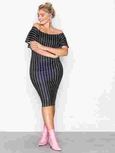 45e96beeb2a8 Frill Print Dress - Nly One - Svart Hvit - Festkjoler - Klær ...