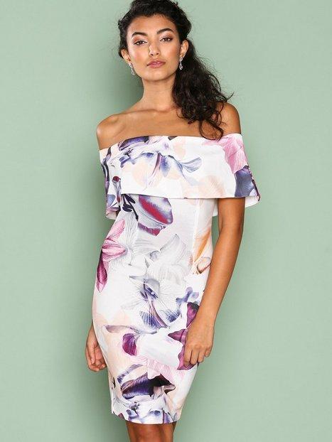 Billede af Ginger Fizz Floral Paradise Dress Kropsnære kjoler White/Floral