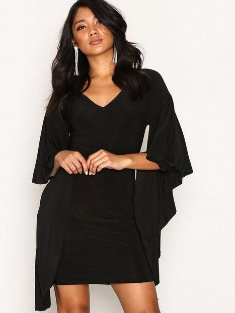 Billede af NLY One Dramatic Sleeve Dress Loose fit Sort
