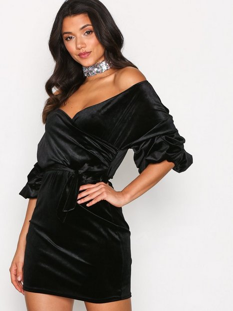 Billede af NLY One Puff Sleeve Velvet Dress Loose fit Sort