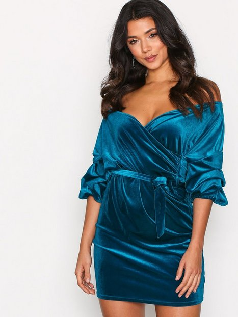Billede af NLY One Puff Sleeve Velvet Dress Loose fit Teal