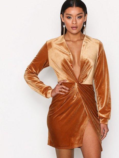 Billede af NLY One Thigh Slit Oversize Dress Loose fit Cinnamon