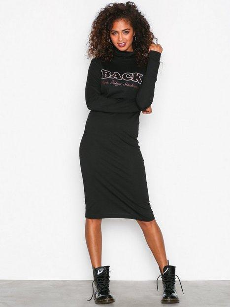 Billede af BACK Print Polo LS Dress Langærmet kjole Black
