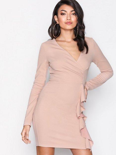 b1e32815c56b Billede af NLY One Wrap Frill Dress Tætsiddende kjoler