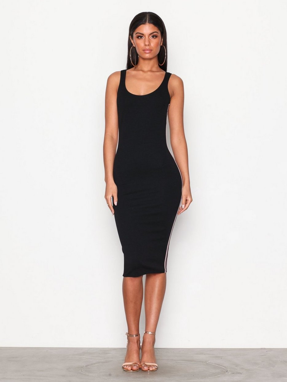 Side Stripe Dress - Nly One - Musta - Juhlamekot - Vaatteet - Nainen -  Nelly.com 463d8028f0