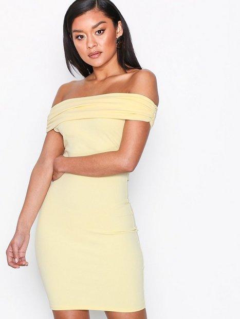 Billede af NLY One Bare Shoulder Dress Kropsnære kjoler Lys Gul