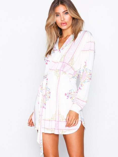 Billede af NLY One Resort Mini Wrap Dress Loose fit Mønstret