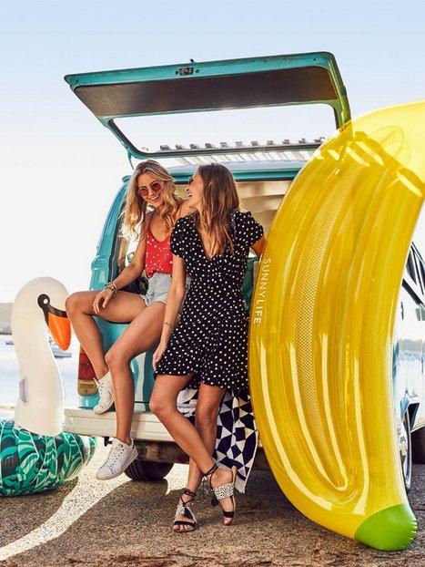 Float Banana