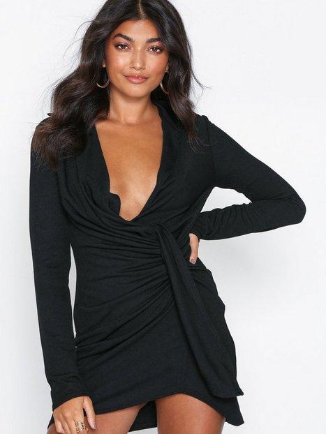 Billede af NLY One Oversize Plunge Dress Loose fit Sort