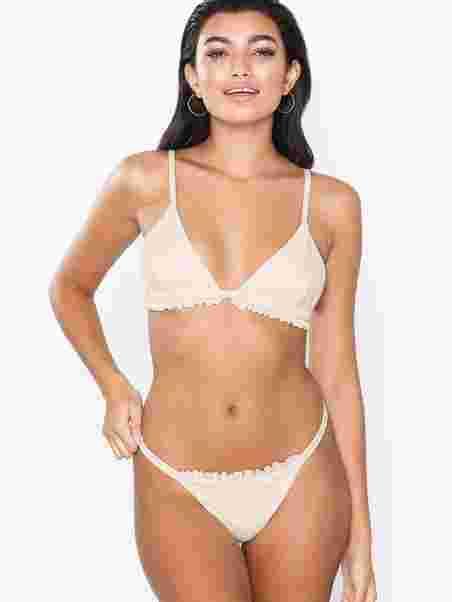 ca124fb5d3 Meadow Bikini Bottom - Nly Beach - Ivory - Bikinis - Swimwear ...