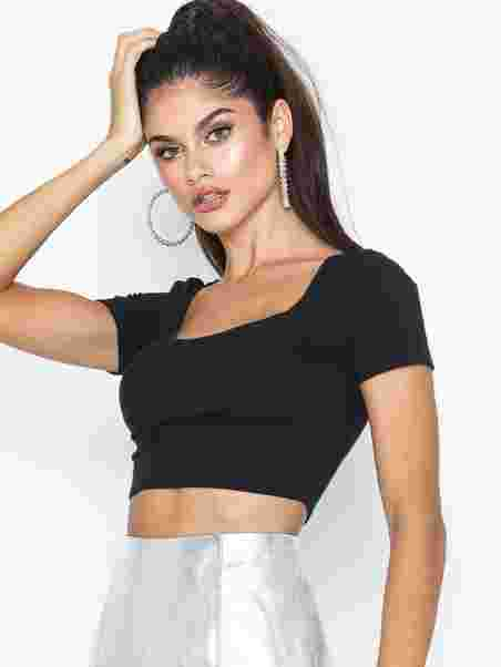 ffdf58e66d4 Scoop Neck Crop Tee - Nly One - Black - Tops - Clothing - Women ...
