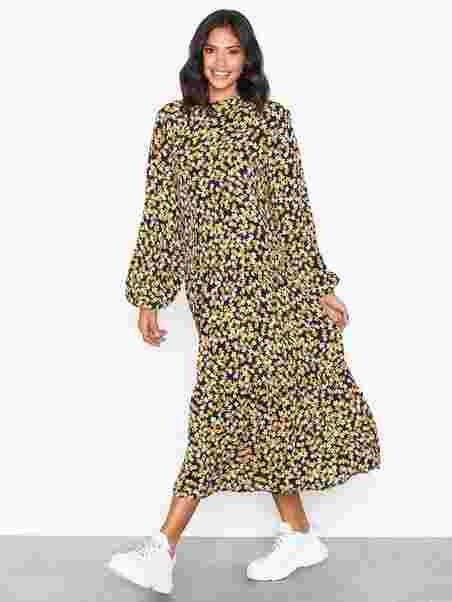 f523345fa23 Kitta Miram Dress - Moss Copenhagen - Flowers - Dresses - Clothing ...