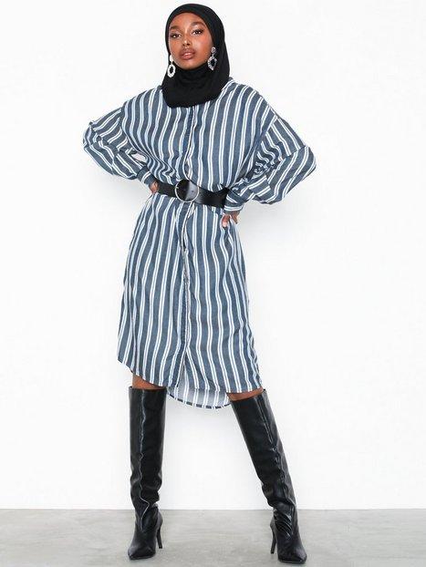 Billede af MOSS COPENHAGEN Alana Shirt Dress AOP Maxikjoler