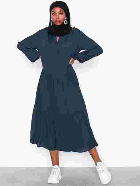 5486f48224b Carol Miram Dress - Moss Copenhagen - Midnight - Kjoler - Tøj ...