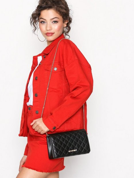 Axelremsväska Quiltad : Quiltad axelremsv?ska love moschino black bags