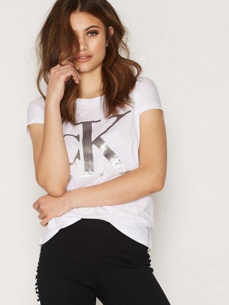 Billede af Calvin Klein Jeans Teri-17 CN Logo Straight Toppe Bright White