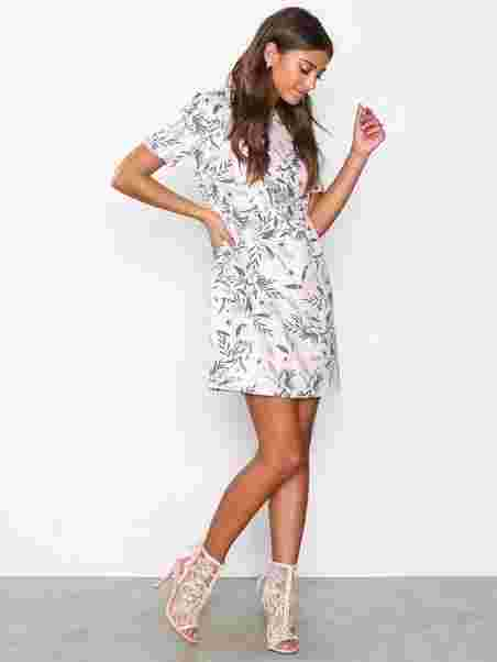 65102de52945 Shoppa Flirt Me Tshirt Dress - Online Hos Nelly.com