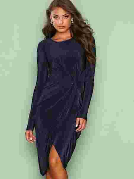 0c3b2264 Padded Pleated Dress - Nly Eve - Navy - Festkjoler - Tøj - Kvinde ...