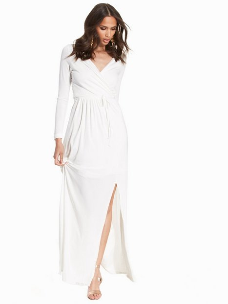 Club L Essentials Slinky Wrap Over Maxi Dress Festklänningar Cream thumbnail