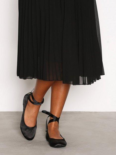 Billede af New Look Suedette Tie Up Pumps Ballerina Black