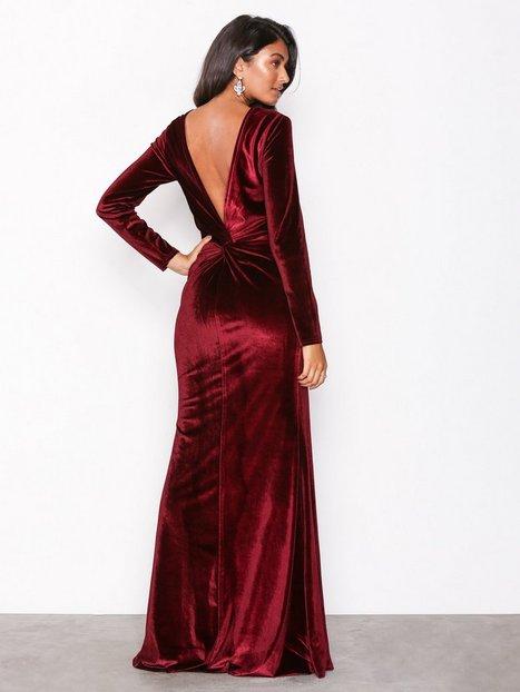 Billede af NLY Eve Twist Back Velvet Gown Maxikjoler Burgundy