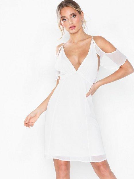 Billede af NLY Eve Frill Shoulder Dress Loose fit Hvid