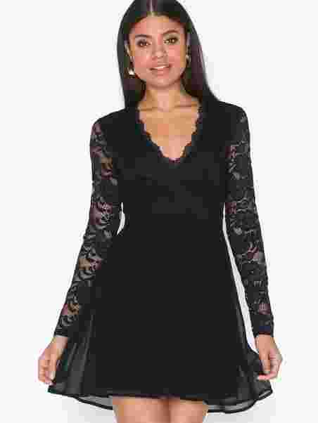 cbe8a0e75956 Shoppa Scalloped Lace Prom Dress - Online Hos Nelly.com