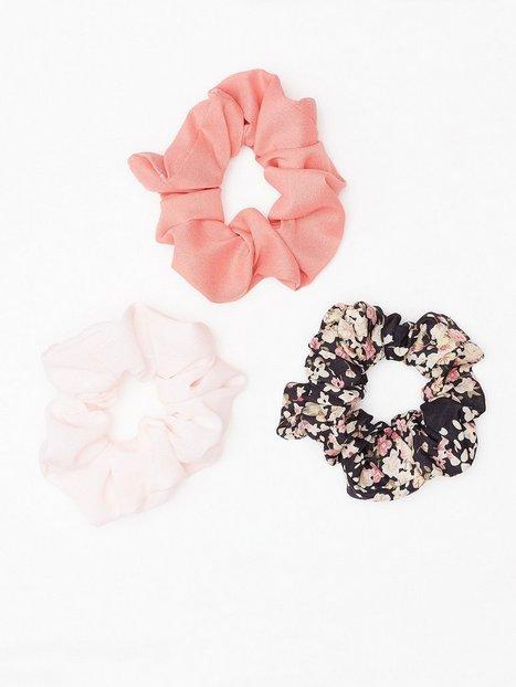 Billede af NLY Accessories Mixed Scrunchie 3-pack Hårtilbehør Rosa/Lyserød