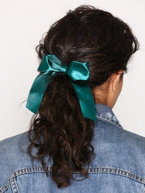 Billede af NLY Accessories Satin Bow Hair Tie Hårtilbehør Grøn