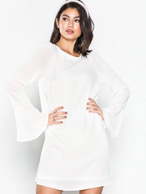 Billede af NLY Trend Fluid Sleeve Shift Dress Loose fit dresses Hvid