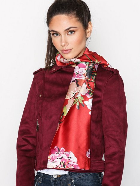 Billede af NLY Accessories Big Satin Flower Scarf Halstørklæde & Tørklæde Rød mønstret