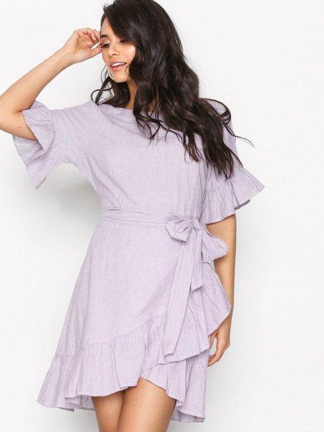 Billede af NLY Trend Beyond The Frill Dress Skater kjoler Lilla/Stripet
