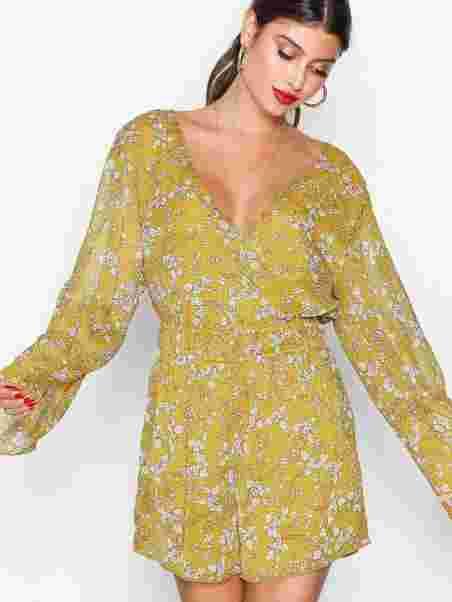 8250f19ce47 Shoppa Romantic Sleeve Playsuit - Online Hos Nelly.com