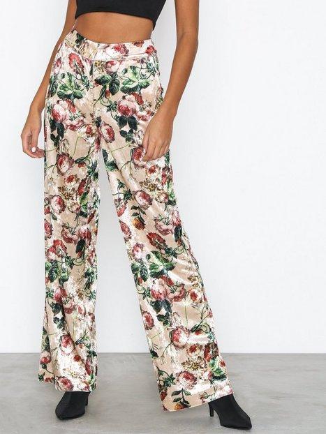 Billede af NLY Trend Straight Velvet Pants Bukser Print