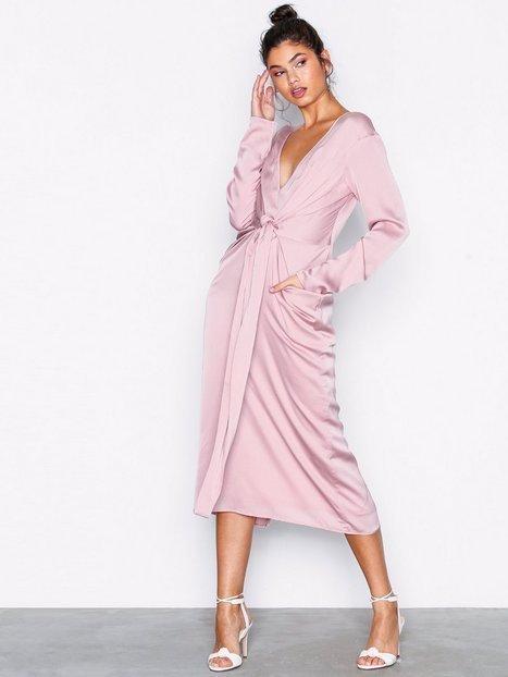 Billede af NLY Trend Amazing Satin Dress Kropsnære kjoler Rosa/Lyserød