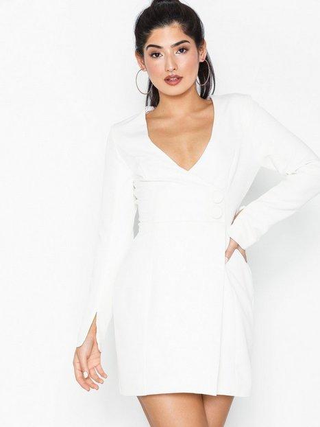 6bc984fa0eb0 Billede af NLY One Sharp Deep Dress Tætsiddende kjoler