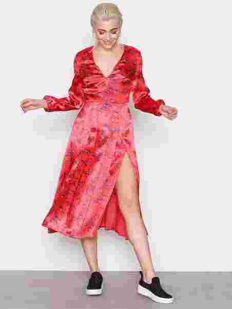 1499a5defa61 Shoppa Wispy Floral Print Midi Dress - Online Hos Nelly.com