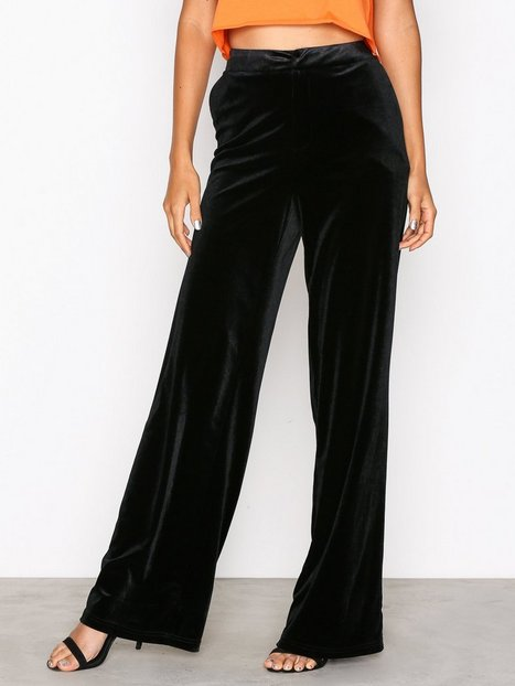 NLY Trend Have It All Velvet Pants Byxor Svart thumbnail