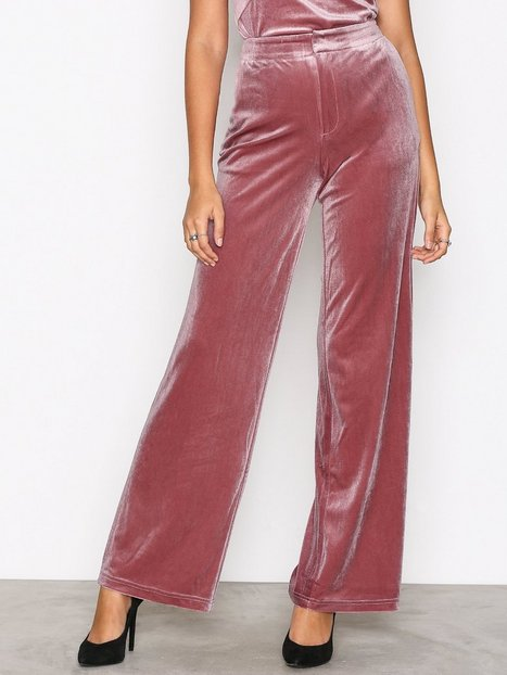 NLY Trend Have It All Velvet Pants Byxor Ljus Rosa thumbnail