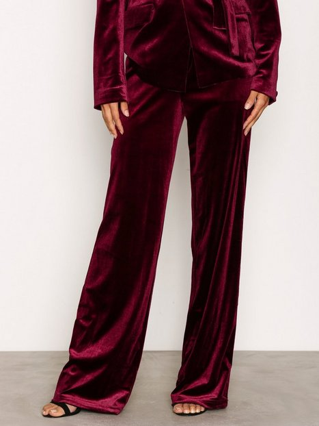 NLY Trend Have It All Velvet Pants Byxor Burgundy thumbnail