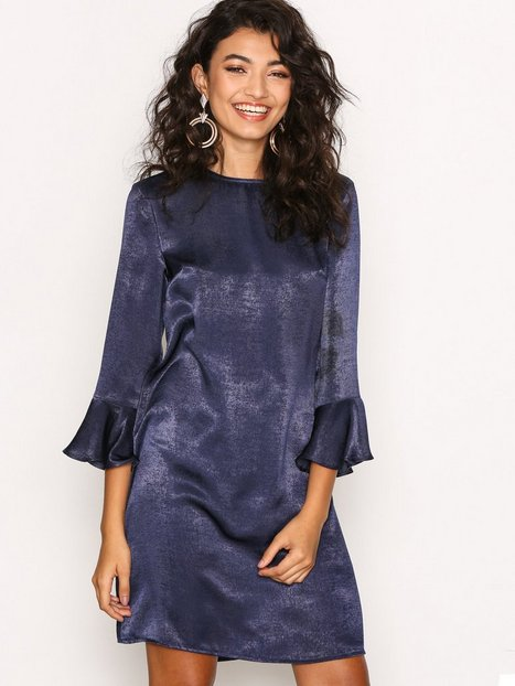 Billede af NLY Trend All About The Sleeve Dress Loose fit dresses Mørkeblå